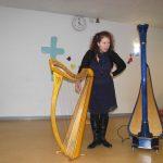 artiste et ses harpes