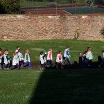 Les enfants participent à l'opération Nettoyons la nature